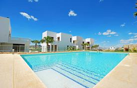 Property for sale in Algorfa. Modern apartments with private solarium and golf views in La Finca