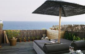 Apartments with pools by the sea for sale in Sitges. Duplex with terrace in Casas del Mar, Sitges
