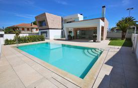 4 bedroom houses for sale in Valencia. Orihuela Costa, Dehesa De Campoamor, Luxury Villa built on two floors and the basement, total 380 m² of villa, plot of 700 m²
