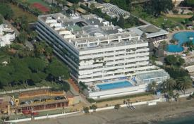 Luxury apartments with pools for sale in Andalusia. Penthouse for sale in Marina Mariola, Marbella Golden Mile