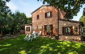 Two-storey brick house in Montepulciano, Tuscany, Italy for 1,200,000 €
