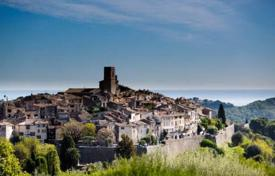 Luxury houses with pools for sale in Saint-Paul-de-Vence. St PAUL DE VENCE Villa with amazing sea and old village view