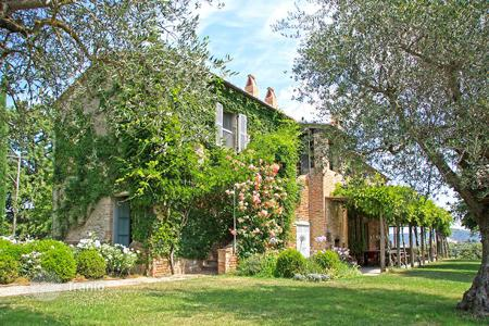 Luxury property for sale in Umbria. LUXURY FARMHOUSE FOR SALE IN UMBRIA