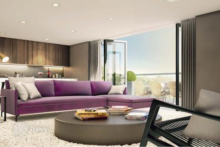 Apartments for sale in the United Kingdom. Designer apartments in London, Great Britain. Open plans, spacious terraces, central district of the city
