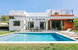 Modern villa with a backyard, a swimming pool, a terrace and a garage, Miami, USA for $2,295,000