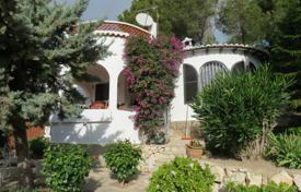 3 bedroom houses for sale in Valencia. 3 bedroom Mediterranean-style villa with sea views and surrounded by trees and nature only 700 m² to the beach in Benissa