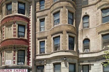 Commercial property for sale in North America. Apartment house in Harlem with a 4,5% yield