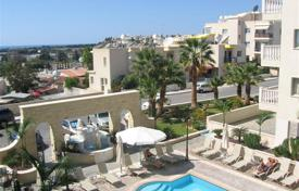 Apartments with pools for sale in Yeroskipou. Cozy apartment near the beach in Geroskipou, Paphos, Cyprus