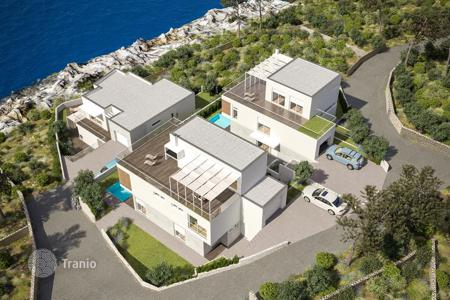 4 bedroom houses by the sea for sale in Rogoznica. New villa on the seafront in Rogoznica, Croatia