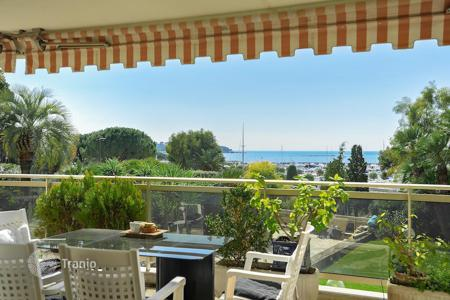 Luxury 3 bedroom apartments for sale in Antibes. Cap d 'Antibes — Beautiful apartment