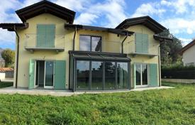 3 bedroom houses for sale in Lombardy. Villa – Gavirate, Lombardy, Italy