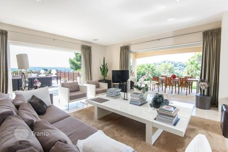 Coastal houses for sale in France. Beatiful modern villa on the centre of Mougins with beatiful view, big gardin