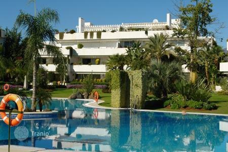 Luxury apartments with pools for sale in Andalusia. Penthouse for sale in Los Granados Golf, Nueva Andalucia