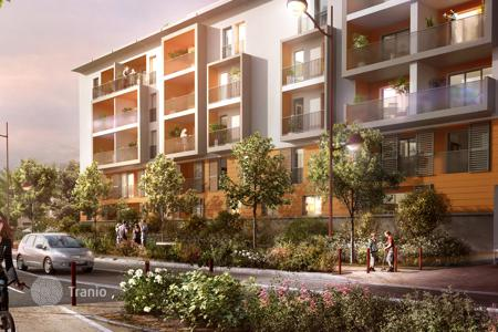 Cheap 2 bedroom apartments for sale in Côte d'Azur (French Riviera). Light apartment in a new residential complex in Frejus on the Cote d'-Azur