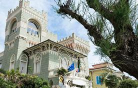 Property for sale in Tuscany. Hotel in historic mansion with a patio and garden by the sea in Livorno