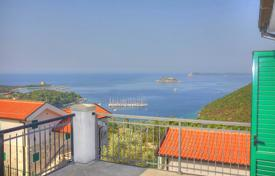 5 bedroom houses by the sea for sale in Montenegro. 5 bedroom villa in gated community
