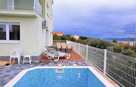 Apartments with pools by the sea for sale in Croatia. Comfortable apartment with a parking, a terrace, a sea view in a house with a swimming pool, Okrug Gornji, Croatia