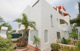 Townhouses for sale in Marbella. Marbella: Townhouse on the Golden Mile