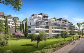 Apartments for sale in Villeneuve-Loubet. Luminous apartments with convenient layouts in a guarded residence with a park, a pool and a parking, near the sea, Villeneuve-Loubet