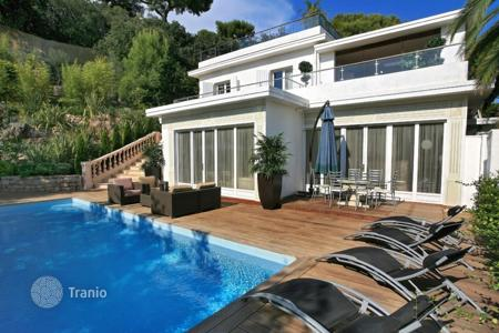 5 bedroom villas and houses by the sea to rent in Côte d'Azur (French Riviera). Villa – Antibes, Côte d'Azur (French Riviera), France
