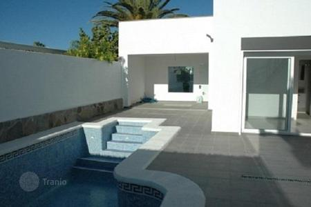 Coastal residential for sale in Tenerife. Villa with garden, parking and swimming pool, 150 meters from the ocean in Palm Mar, Tenerife