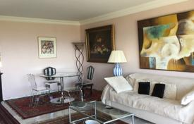 Cheap residential for sale in Le Cannet. Cozy two-bedroom apartment, in a prestigious area, Le Cannet, France