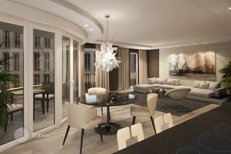 New homes for sale in Munich. Spacious apartment in Munich, Germany. New residence with a view of the city and the Alps, near the park, in the city center