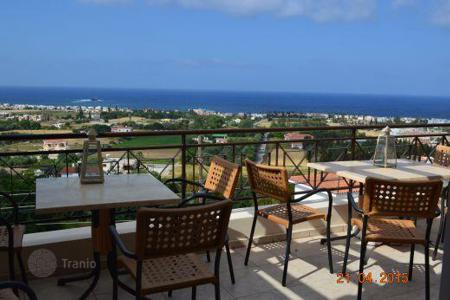 Coastal residential for sale in Chloraka. Large 3 Bedroom Apartment, Title Deeds and Unobstructed Sea Views — Chlorakas