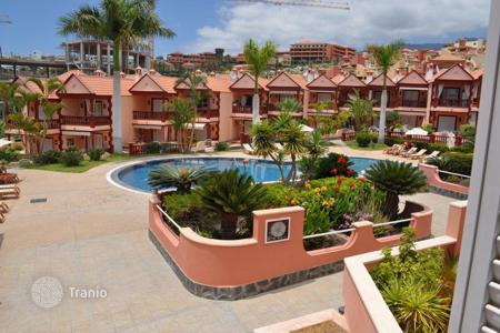 Houses with pools for sale in Tenerife. Two-storey furnished villa with a garden, in a residence with a swimming pool, Tenerife, Spain