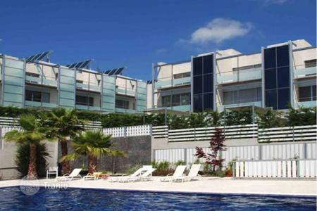 Townhouses for sale in Premià de Dalt. Modern townhouse with sea views in a residential complex with swimming pool, Premia de Dalt, Maresme, Spain