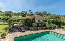Luxury residential for sale in Gassin. Cozy cottage with a terrace, a pool and a large plot, Gassin, French Riviera, France
