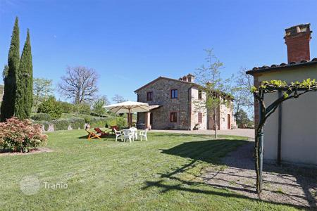 Houses for sale in Siena. Prestigious farmhouse for sale in Tuscany
