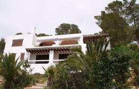 Houses with pools from developers for sale in Ibiza. Charming house located on a slope close to the village os Es Cubells, in the South West of the island