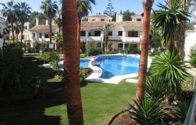 Two-storey townhouse in a residential complex with tropical gardens and a swimming pool, Estepona, Spain for 400,000 €