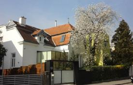 Luxury houses with pools for sale in Austria. Stylish villa in a quiet 19th district of Vienna