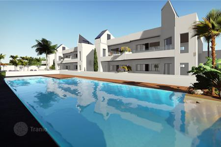 Townhouses for sale in Costa Blanca. Duplex townhouse 300 meters from the sea in Torrevieja