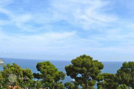 Houses for sale in Cap d'Ail. Exclusive offer! Building plot with magnificent sea views in Eze/ Bord-de-Mer
