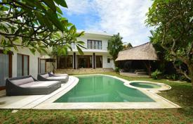 Houses for sale in Bali. Comfortable furnished villa with a private plot, a swimming pool and a parking, Canggu, Bali