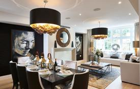 Luxury residential for sale in London. Two-level apartment with four bedrooms and a balcony in a residential complex with a garden, a concierge and a parking, London, UK