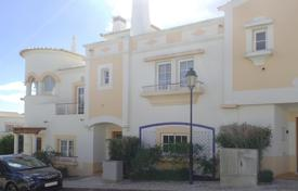 Spacious 3 bedroom townhouse with communal facilities on golf resort, Budens, West Algarve for 277,000 $