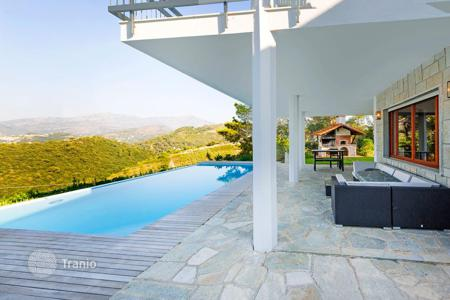 Property for sale in Camporosso. Modern villa with terraces, panoramic views of the sea and the mountains, a pool, a garden, and a barbecue area, Camporosso, Italy