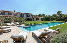 Villas and houses to rent in Saint-Tropez. Saint-Tropez — Magnificent new Bastide