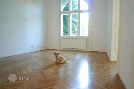 3 bedroom apartments for sale in Austria. Four room apartment in a historic building facing the garden in Vienna, Döbling district, Nussdorf area