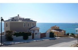 4 bedroom houses for sale in El Campello. Villa of 4 bedrooms in front line beach with private pool in El Campello