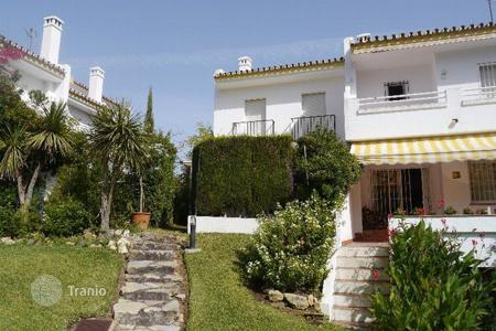 Townhouses for sale in Costa del Sol. Lovely townhouse with three bedrooms in Artola Baja only 300m away from the beach