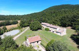 Luxury houses with pools for sale in Tuscany. Exclusive farmhouse for sale in Tuscany