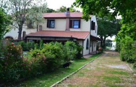 Coastal residential for sale in Massa Marittima. Part of an old renovated farmhouse, only 2 km