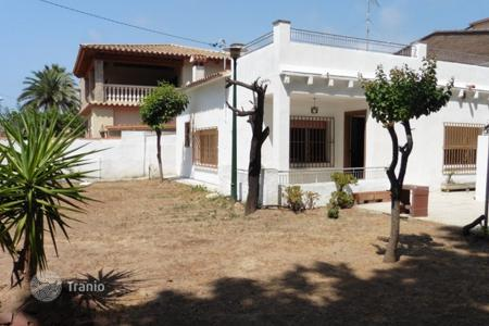 3 bedroom houses by the sea for sale in Costa del Garraf. Comfortable house with a pool and a spacious garden, close to the beach, Castelldefels, Barcelona, Spain