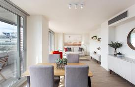 Apartments with pools by the sea for sale in Barcelona. New two-bedroom apartment with a park view in Diagonal Mar, Barcelona