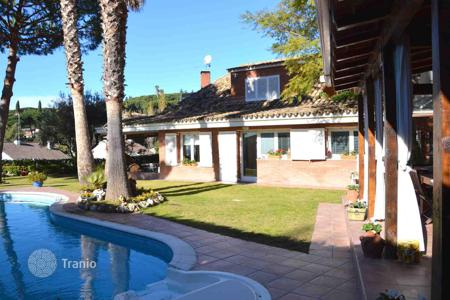 Houses with pools for sale in Sant Vicenç de Montalt. Townhome – Sant Vicenç de Montalt, Catalonia, Spain
